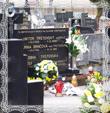 Príprava hrobu Msgr.V.Trstenského na kladenie vencov 28.3.2008