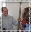 Pán Mgr. T. Kubica drží žrď s plieškami