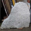 Hľadanie vhodného tvaru kameňa pod pamätnú tabuľu